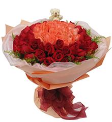 完美的爱33枝粉玫瑰居中,66枝红玫瑰围绕