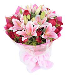 一生中最爱:11枝红玫瑰,4枝粉香水百合