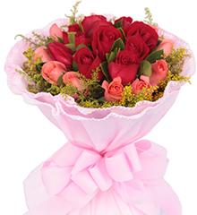 一生相依:11枝红玫瑰居中,11枝粉玫瑰围绕