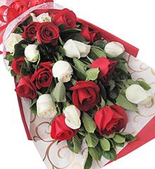 满满的爱:11枝红玫瑰,9枝白玫瑰