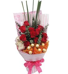 甜蜜纪事:11枝红玫瑰,5寸小熊一只,8粒费列罗巧克力