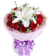 你是我的天使:白香水百合1枝,红玫瑰11枝