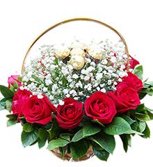 甜蜜节日:12枝红玫瑰、16粒金莎(或费列罗等同等价格)巧克力等材料
