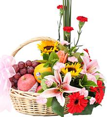 欣喜(水果花篮):百合,向日葵、玫瑰、扶郎、康乃馨等花材,橙子、苹果、进口红提