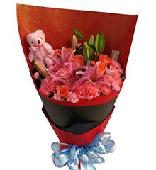 火热情怀:18枝粉色康乃馨,粉玫瑰5枝,粉香水百合2枝,5寸小熊