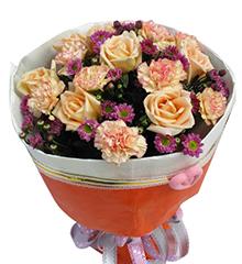 缤纷:香槟玫瑰7枝,香槟色花边或粉色康乃馨11枝