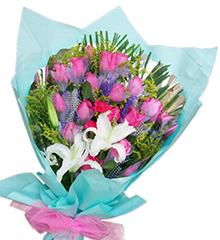 蓝色梦想:20枝玫瑰、2枝红康乃馨、1枝多头香水百合