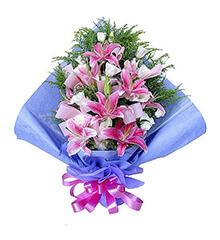 粉色眷恋:5枝粉色香水百合,10枝白色龙胆(或白玫瑰
