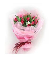 心爱:12枝红色郁金香花束