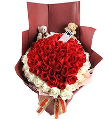 心的礼物:红玫瑰+白玫瑰共99朵