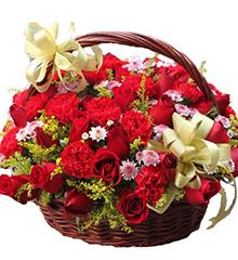 岁岁年年:21朵红玫瑰 21朵红色康乃馨花篮