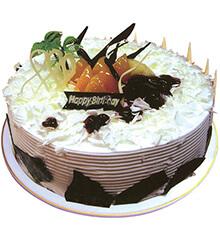 夏日风情:圆形鲜奶巧克力蛋糕
