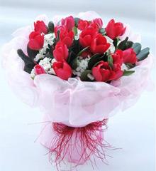 有你的存在:19朵红色郁金香
