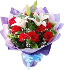 天使之吻:11枝红玫瑰+2枝粉色香水百合
