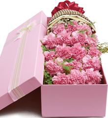 心在一起:19枝粉色康乃馨花盒包装