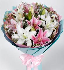 清新美丽:粉白百合花束速递上海北京