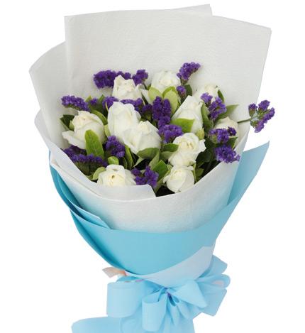 纯纯的爱:11枝白玫瑰