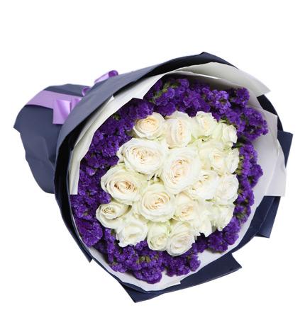 如初:19枝白玫瑰,紫色勿忘我围绕