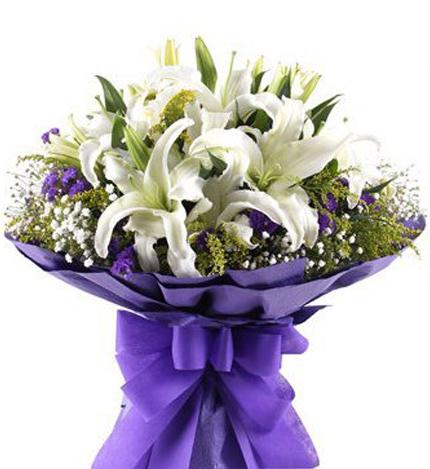 我们的幸福:15朵白百合鲜花
