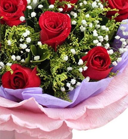 相伴今生:11朵红玫瑰+2只小熊花束