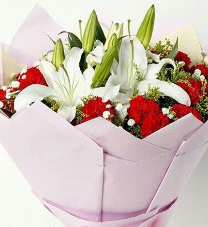 世上只有妈妈好:康乃馨白百合花束